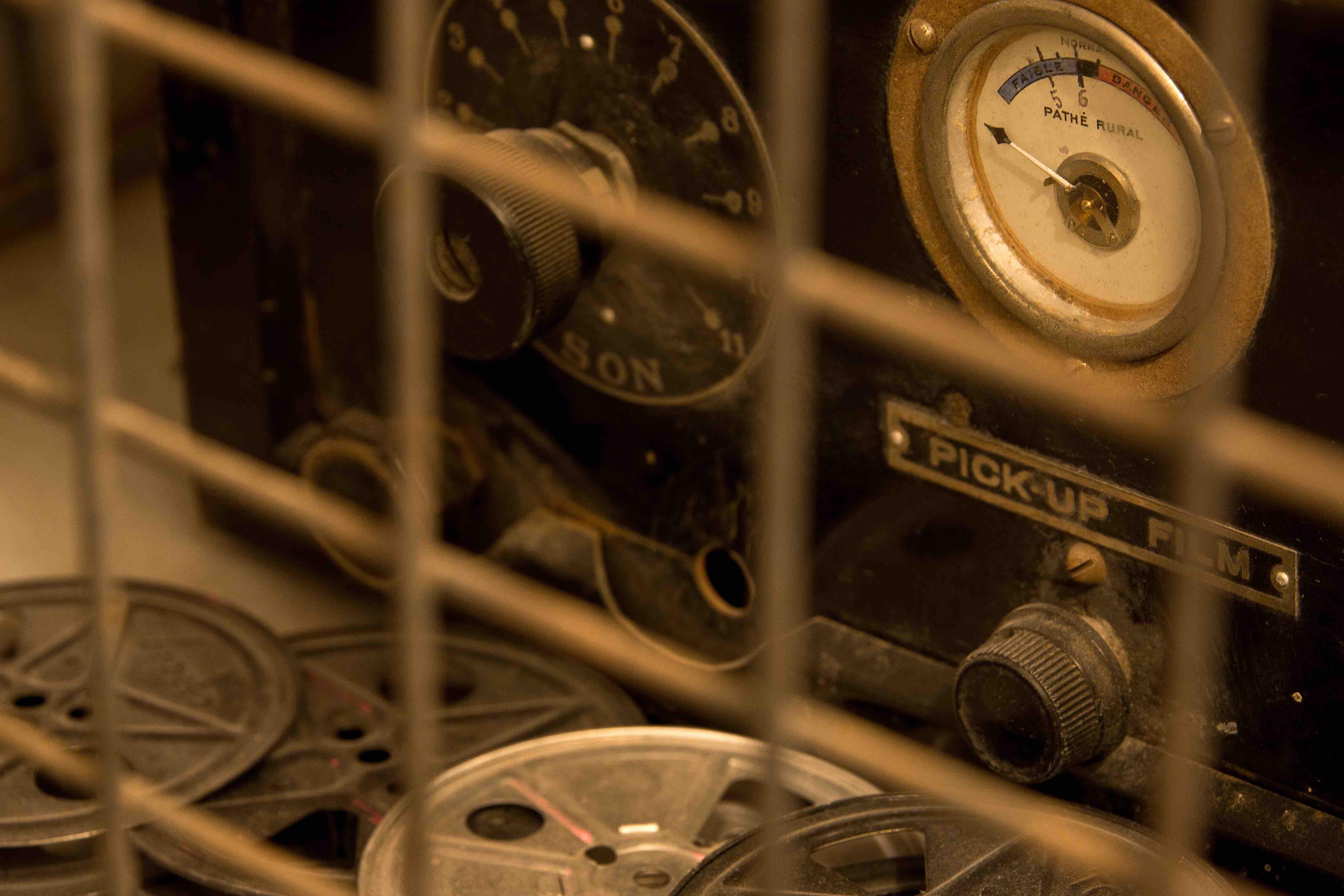 Projecteur de la salle Monuments Men - Escape game Le défi des ducs à Dijon